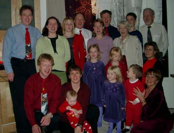 A family gathering on Christmas Eve 2001. Click to see a larger picture (55 kb).